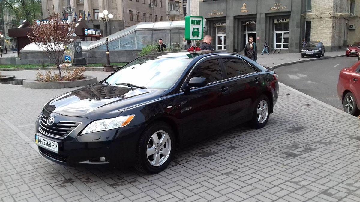 Toyota Camry черного цвета