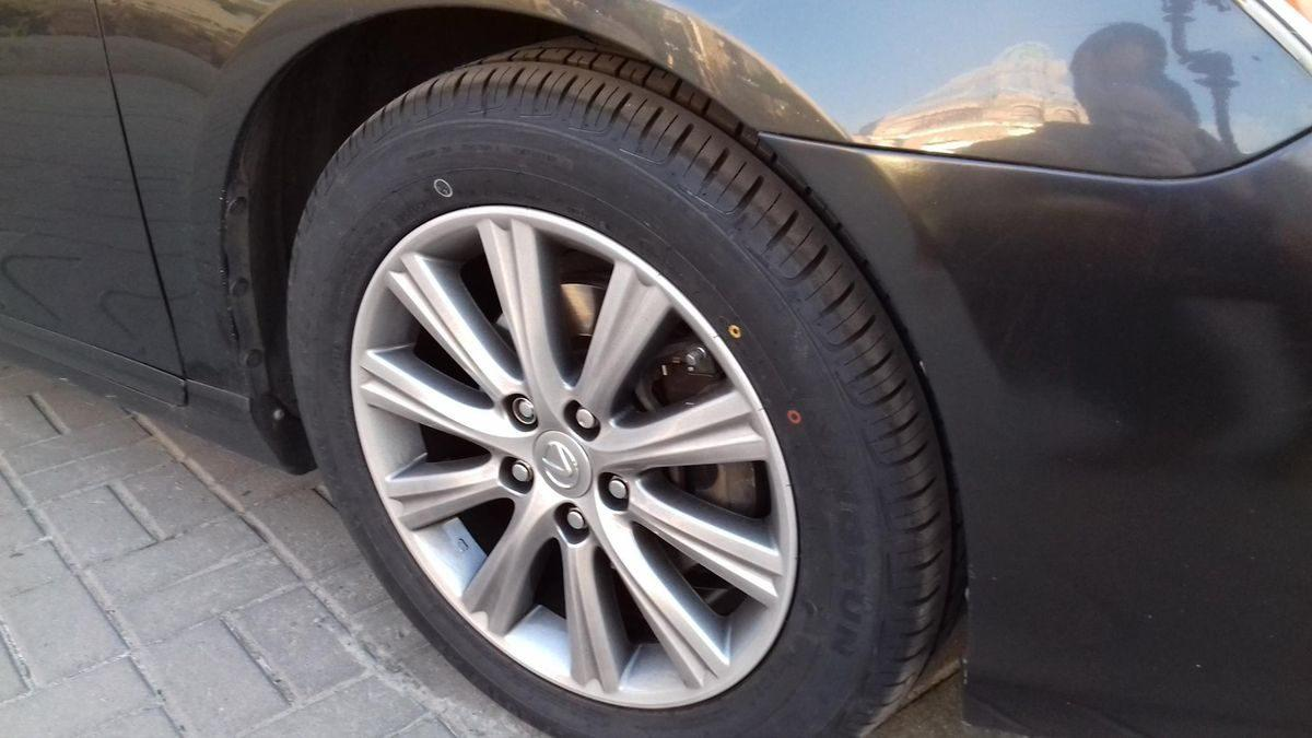 Авто Лексус, колесо