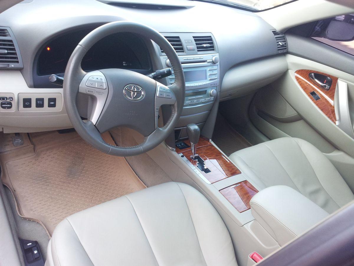 Авто Toyota Camry, приборная панель