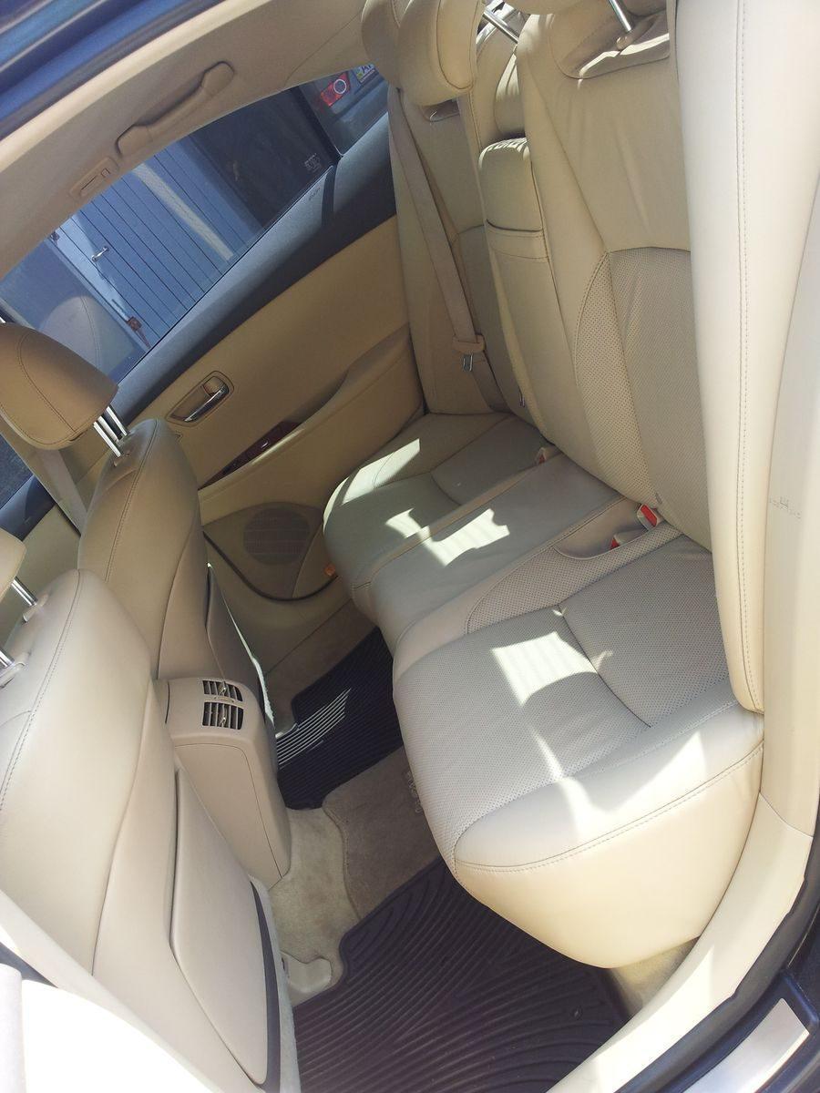 Автомобиль Lexus, внутри салона