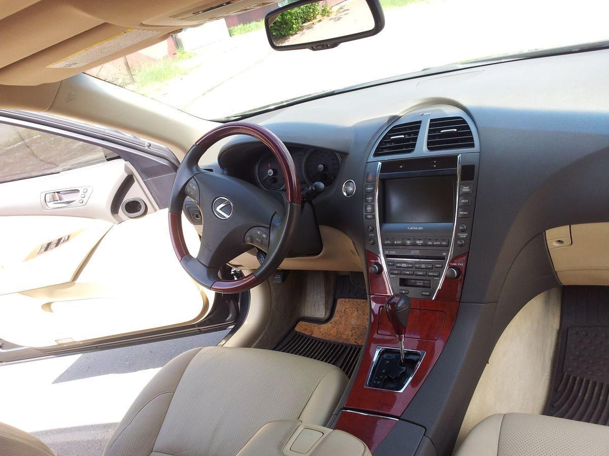 Авто Lexus, внутри салона