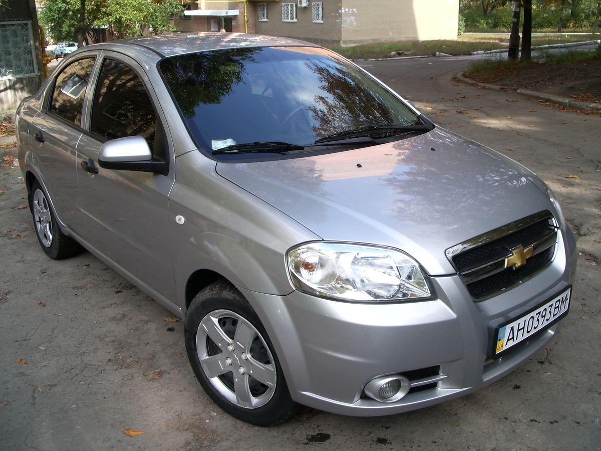 Авто Chevrolet, вид спереди