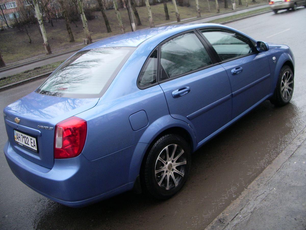 Автомобиль Chevrolet, вид сбоку