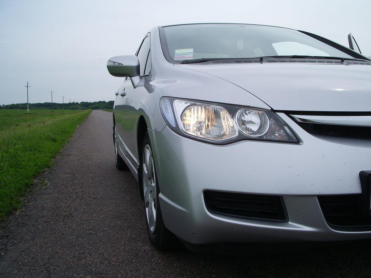Авто Honda Civic Silver, вид спереди