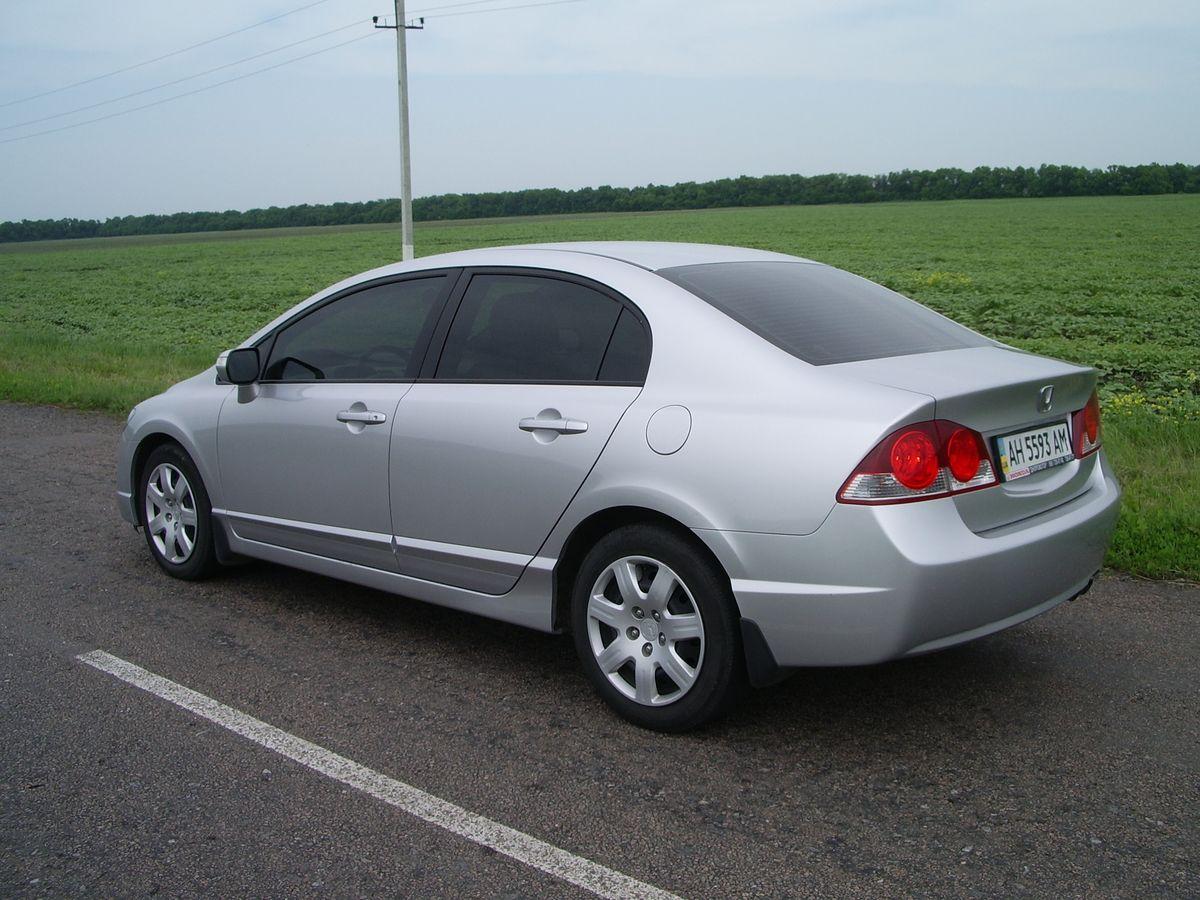 Авто Honda Civic Silver, сбоку