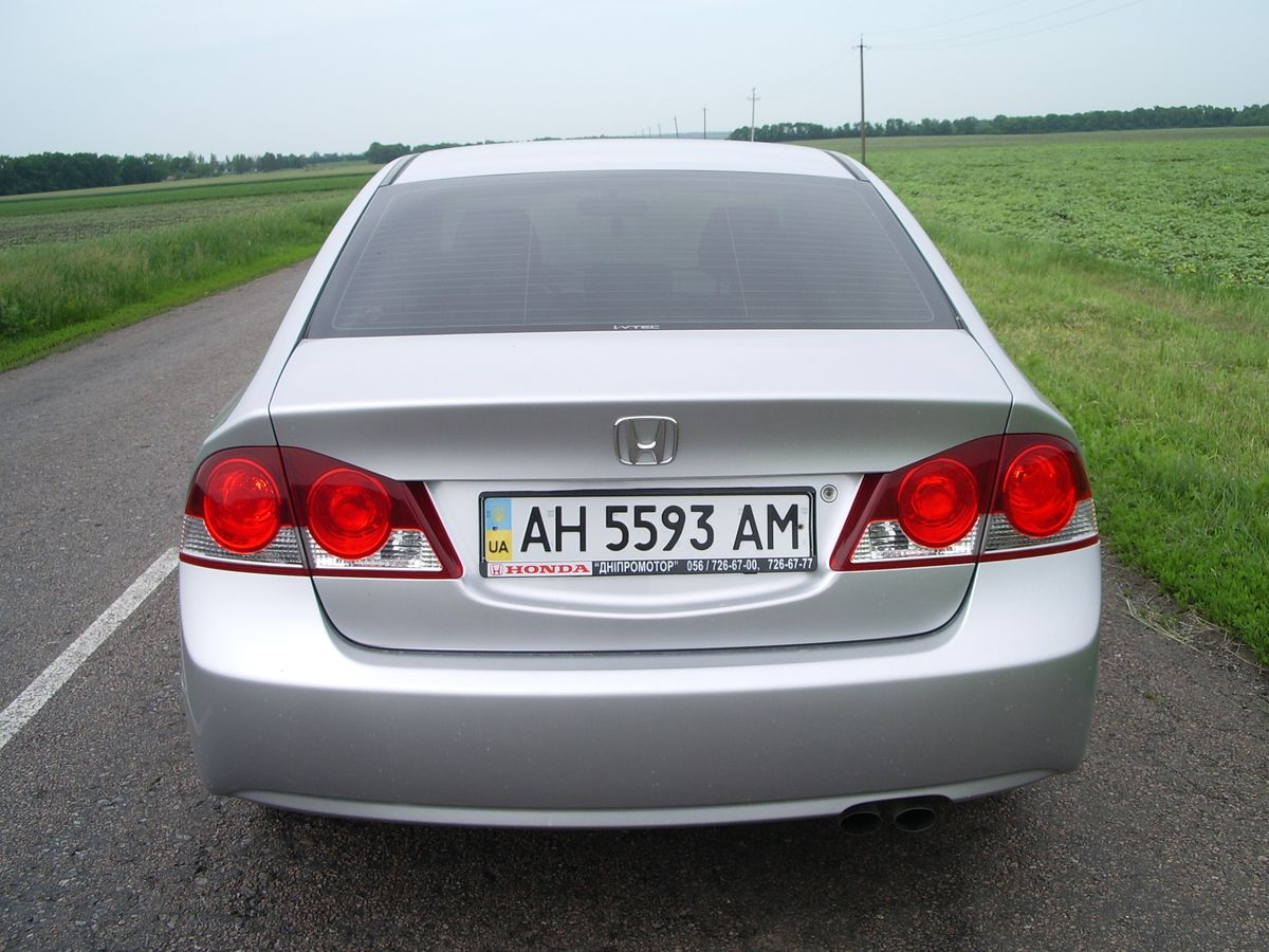 Автомобиль Honda Civic Silver, вид сзади