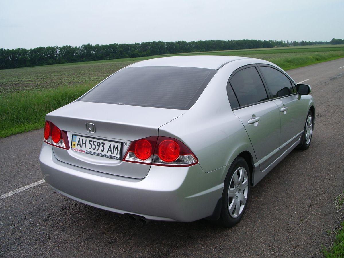 Авто Honda Civic Silver, вид сзади