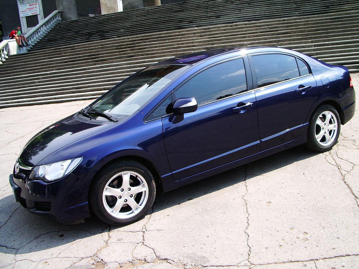 Авто Honda Civic, вид сбоку