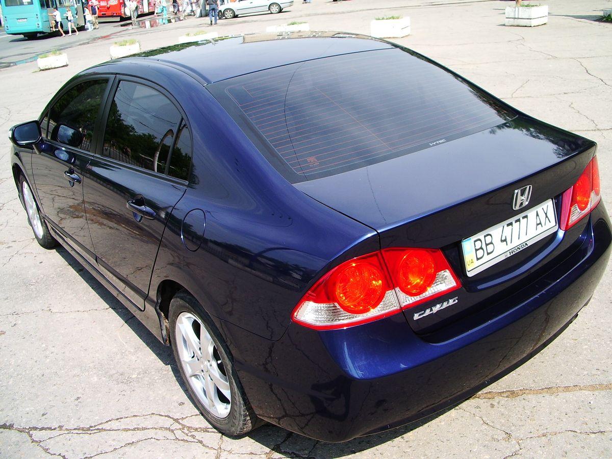 Автомобиль Honda Civic, вид сзади