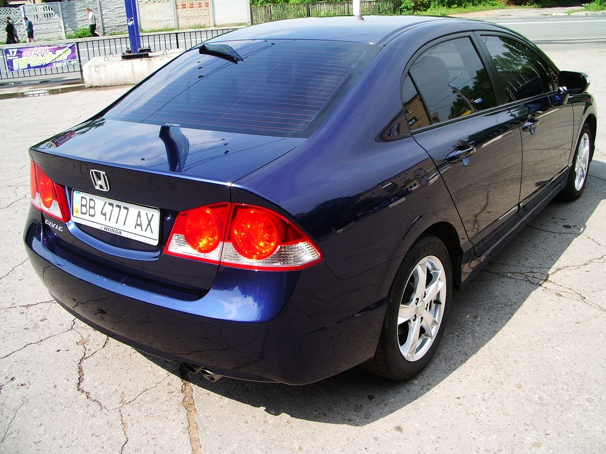 Авто Honda Civic, вид сзади