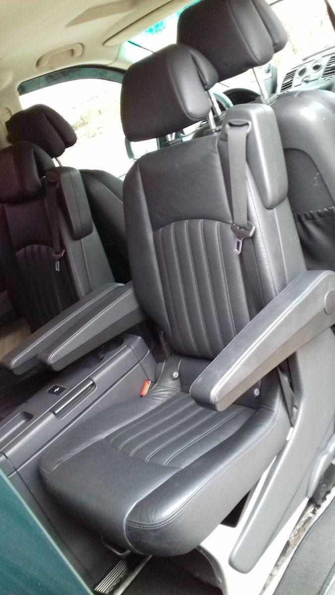 Автомобиль Mercedes, кресла