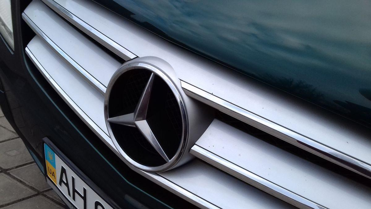 Автомобиль Mercedes, знак брнеда