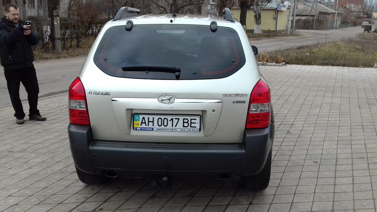 Автомобиль Hyundai, вид сзади
