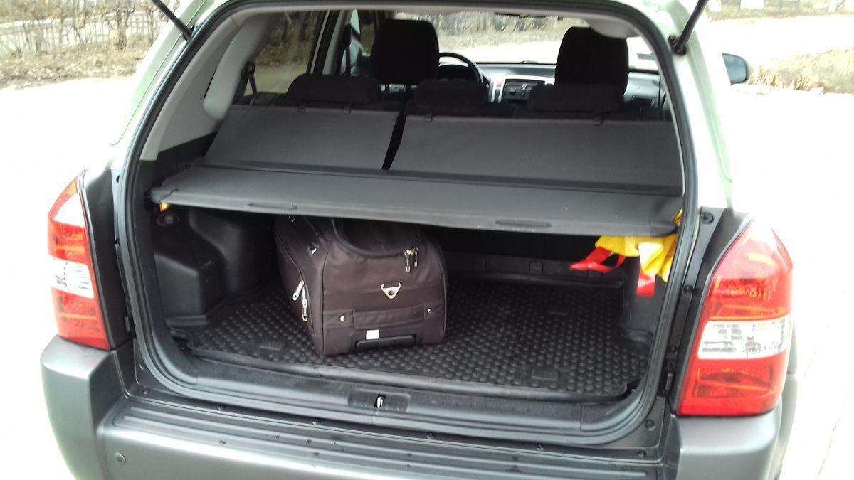 Автомобиль Hyundai, багажник