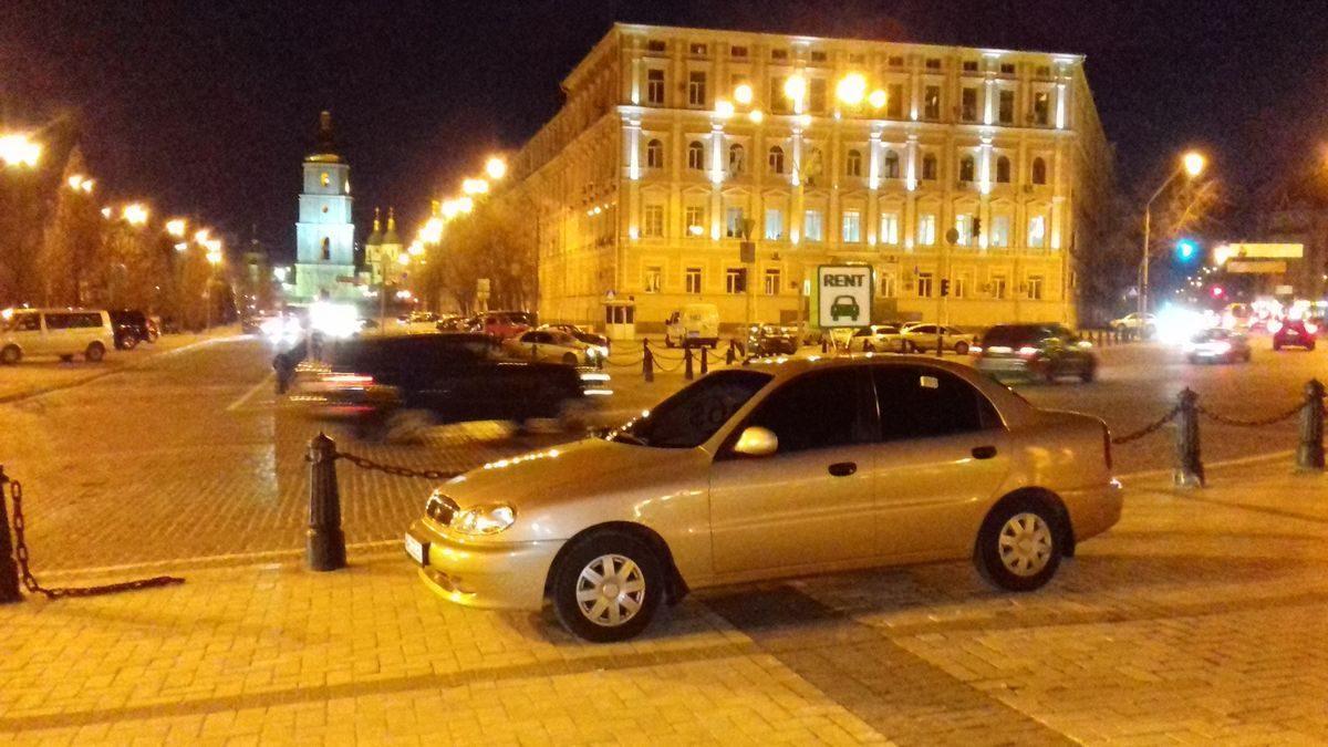 Автомобиль Daewoo, вид сбоку