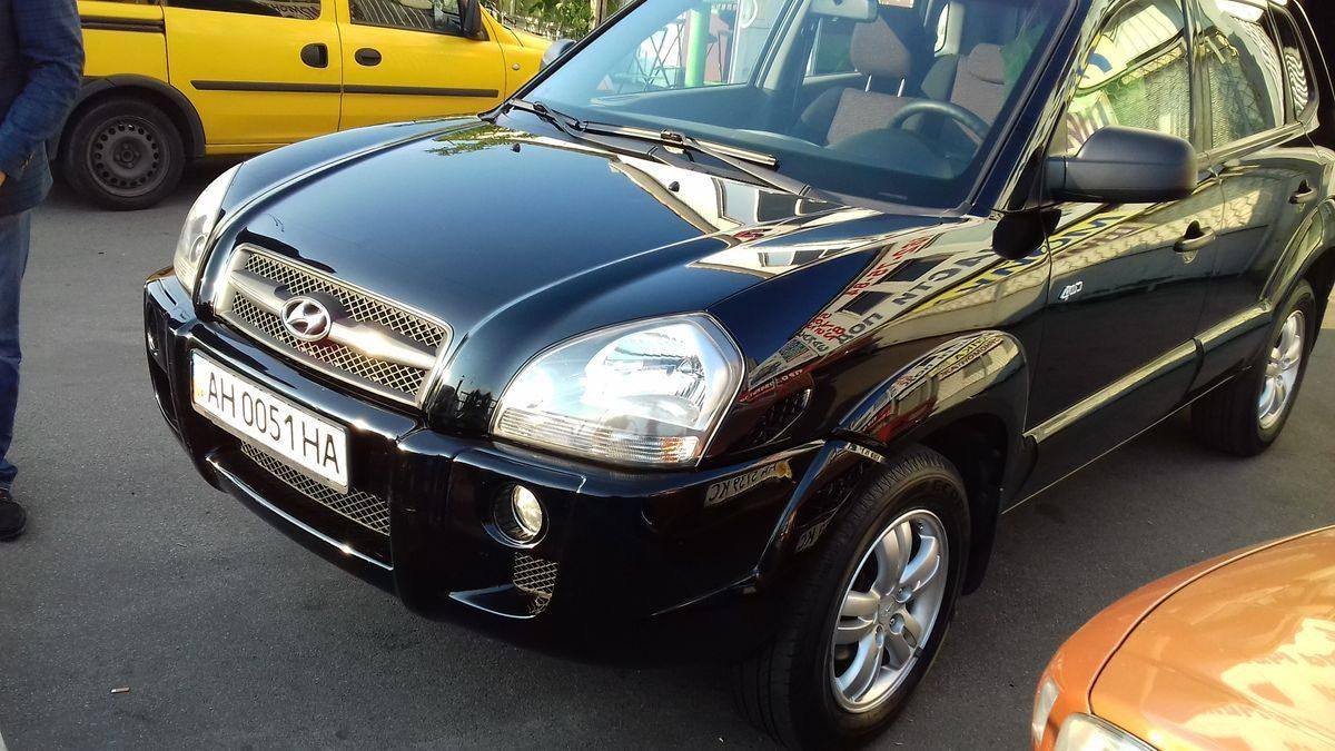 Автомобиль Hyundai, капот