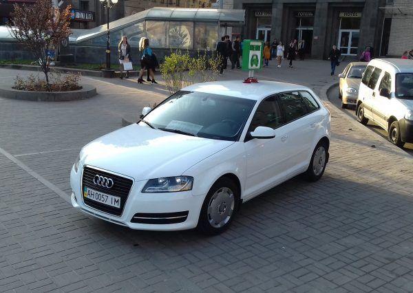 Автомобиль Audy, белый цвет