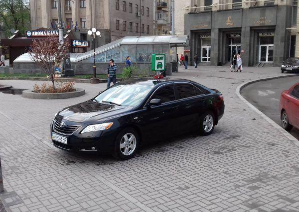 Автомобиль Тойота, черный цвет
