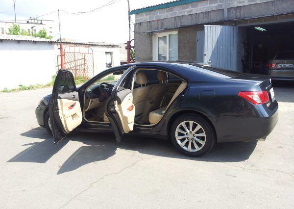 Авто Lexus, открыт салон