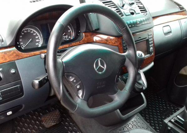 Авто Mercedes, панель