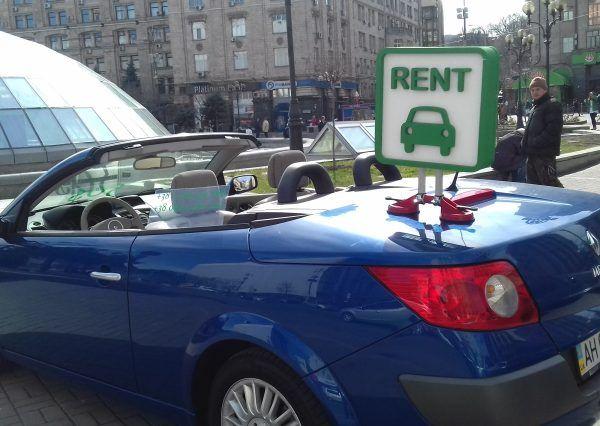 Автомобиль Renault, синий цвет
