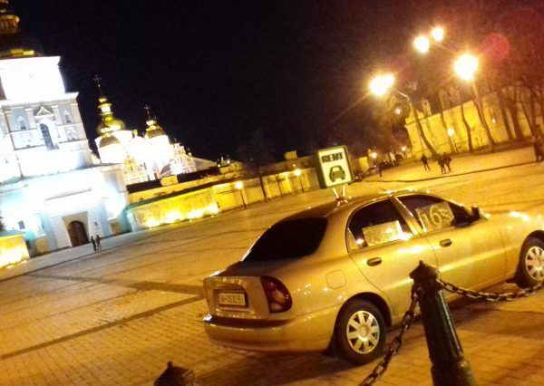Авто Daewoo, ночь, вид сбоку