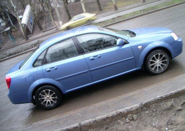 Авто Chevrolet, вид сбоку