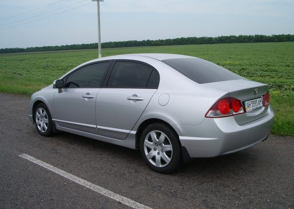 Авто Honda Civic Silver, сбоку