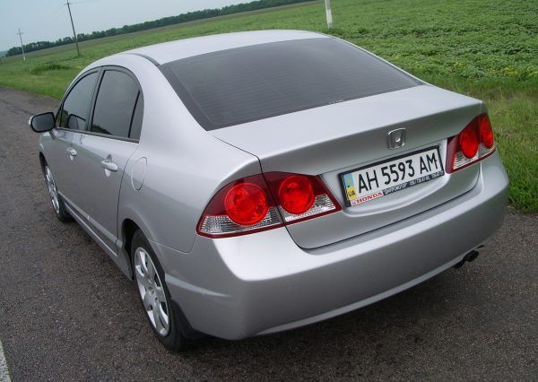 Авто Honda Civic Silver, сзади