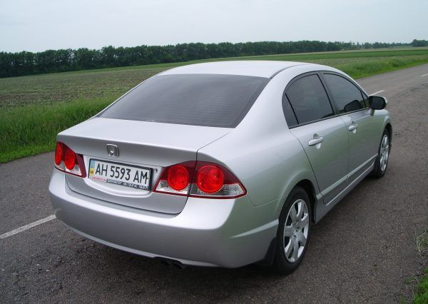 Авто Honda Civic Silver, вид сзади