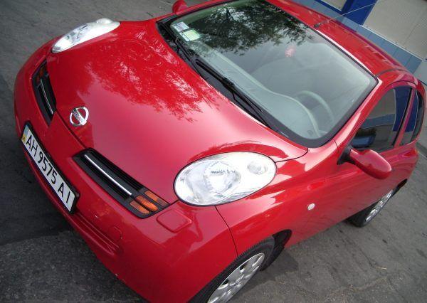 Авто Nissan, вид спереди
