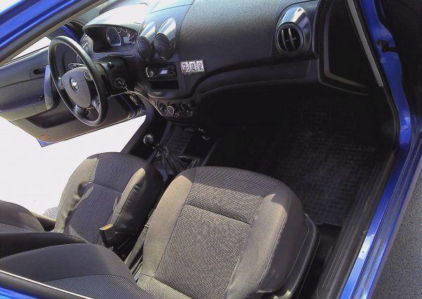 Авто Chevrolet, внутри салона